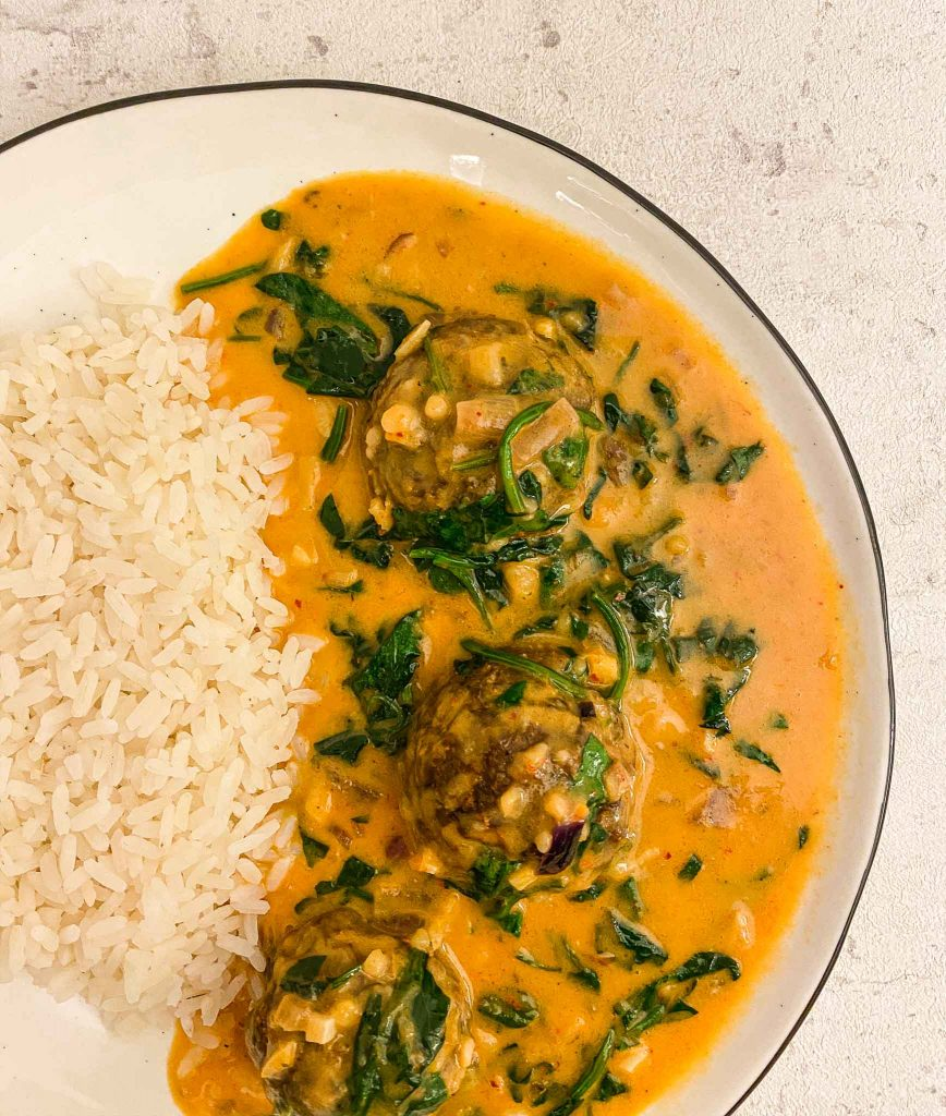 veganes gesundes Curry mit Fleischbällchen