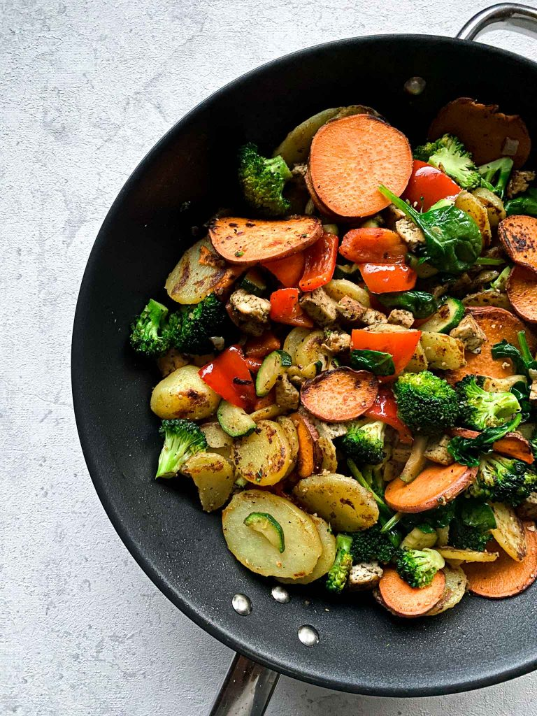Vegane Bratkartoffelpfanne mit Gemüse